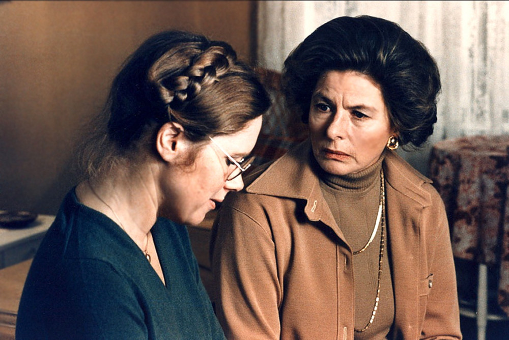 Autumn Sonata tập trung vào mối quan hệ ràng buộc giữa mẹ và con gái