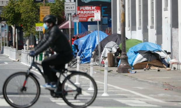Khu  lều trại của gười vô gia cư dọc theo vỉa hè ở San Francisco