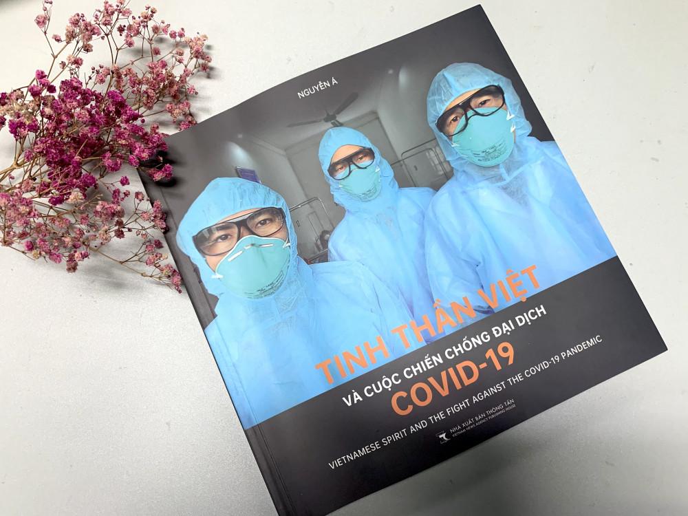 Đây là cuốn sách ảnh thứ 13 của nhiếp ảnh gia Nguyễn Á.