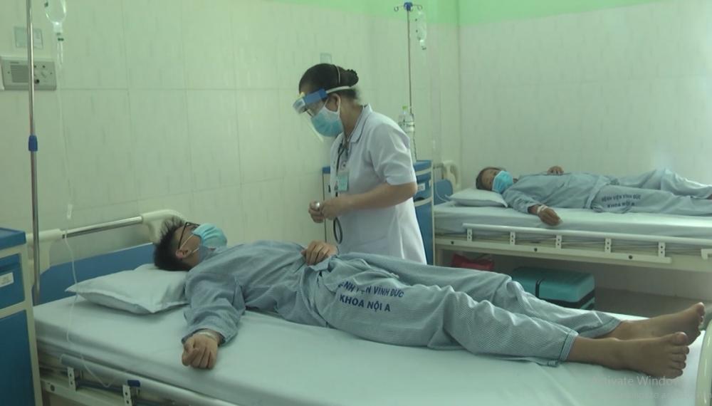 Sức khỏe của các bệnh nhân nghi ngộ độc khi sử dụng pate Minh Chay đang dần ổn định. Trong ảnh: nam sinh 15 tuổi đang được các bác sĩ điều trị.
