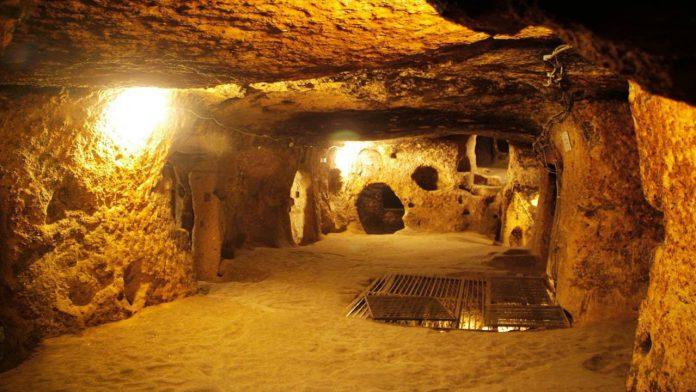 Di tích lịch sử địa đạo Củ Chi với cấu trúc 2 đến 3 tầng ăn thông với nhau dưới lòng đất với chiều dài khoảng hơn 200km. Ảnh: internet