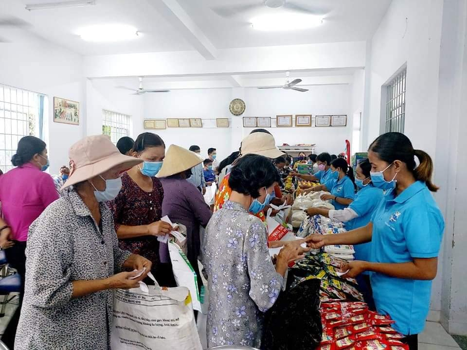 Nhiều người lao động khó khăn đã được mua hàng miễn phí