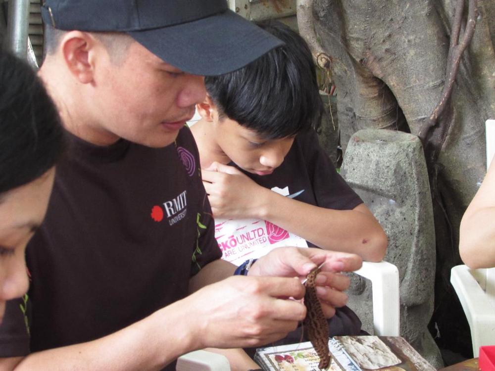 """Đỗ Quang - người khởi xướng phong trào """"Móc len tai giả ủng hộ vùng dịch"""""""