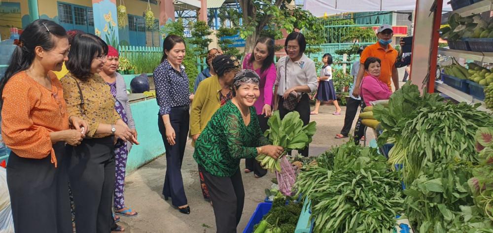 Hội LHPN tổ chức ngày hội 0 đồng, chăm lo cho phụ nữ khó khăn