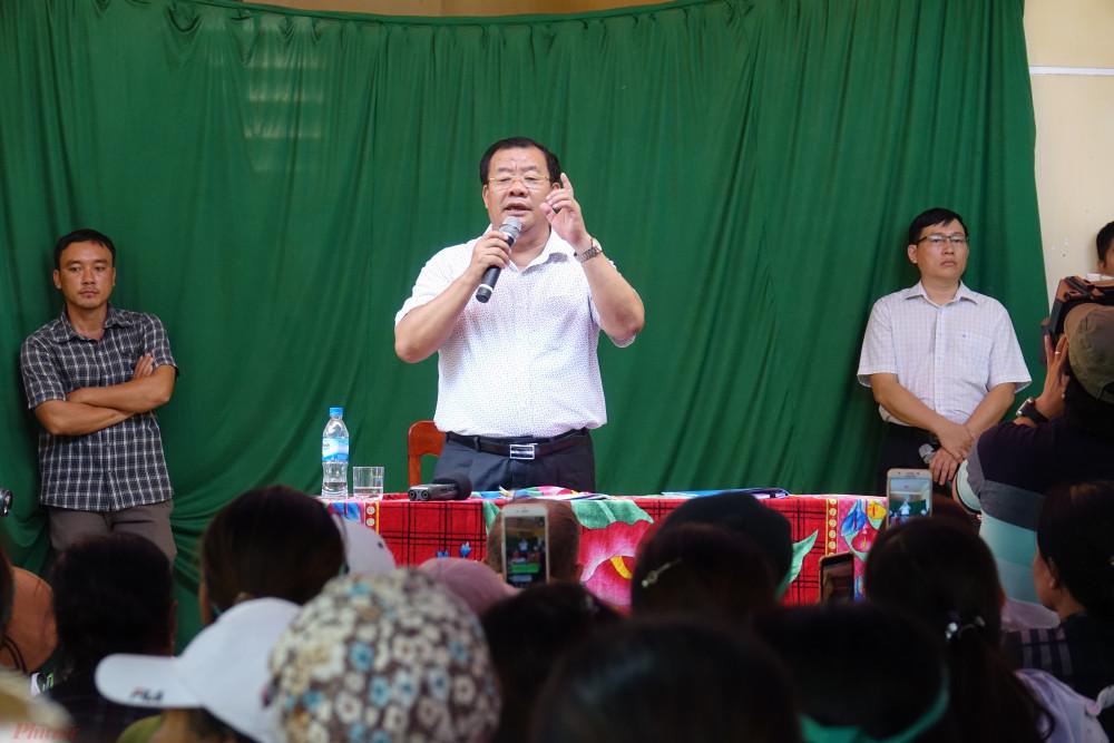 Ông Nguyễn Tăng Bính trong một lần đối thoại với người dân về việc xử lý khủng hoảng rác thải