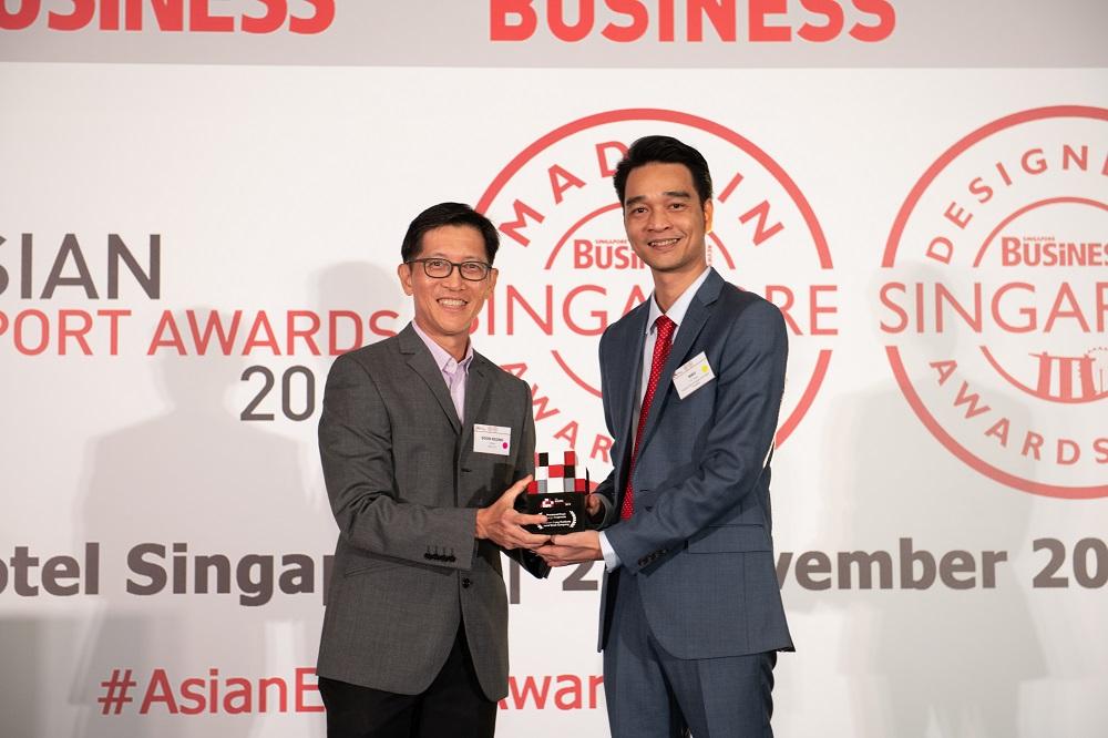 Đại diện Vinamilk nhận Giải thưởng xuất khẩu châu Á tại Singapore vào cuối năm 2019. Ảnh: Vinamilk cung cấp