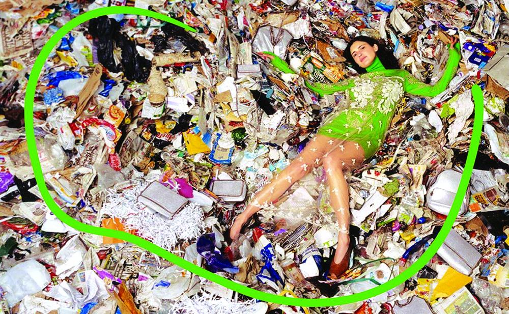 Việc sản xuất vượt xa nhu cầu của người dùng, dẫn đến thực trạng hàng tồn kho hoặc bị vứt bỏ trở nên khổng lồ