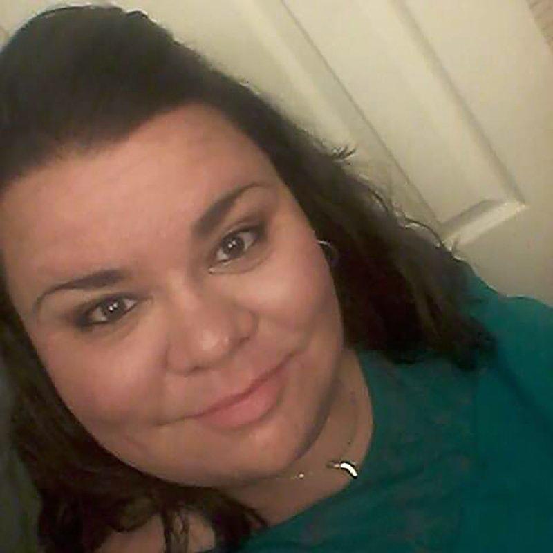AshLee DeMarinis, một giáo viên cấp hai ở Khu học chánh Potosi phía đông Missouri, đã qua đời hôm 6/9/2020, cô ngã bệnh vào tháng trước, trước khi học sinh trở lại lớp học, nhưng cô đã đến lớp của mình để chuẩn bị cho năm học - Ảnh: AP