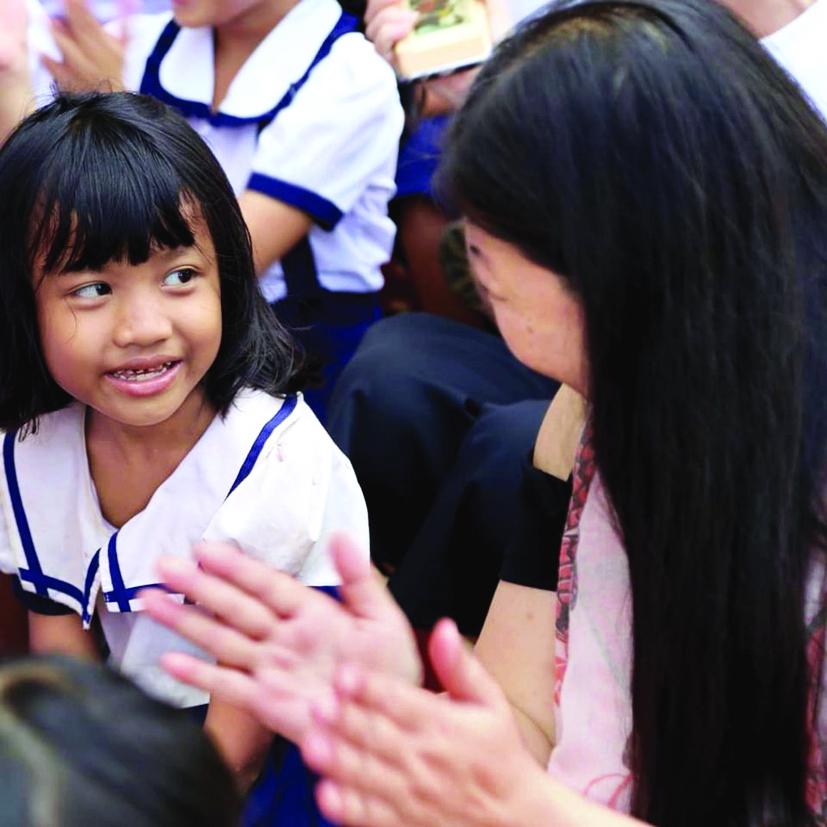"""Qua những hành động thiết thực của mình, Nguyễn Phi Vân  muốn nói với các thế hệ sau rằng  """"để trở thành công dân toàn cầu"""" không hề khó nếu có sự chuẩn bị"""