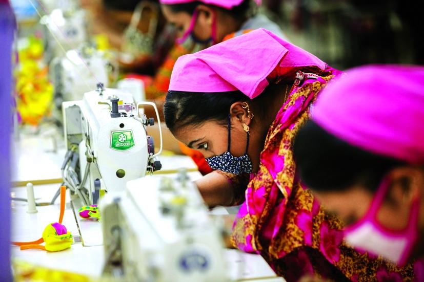 Tại Ấn Độ và Uzbekistan, thay vì đến trường, nhiều trẻ em phải dành thời gian làm việc trên cánh đồng và các công xưởng may để giúp đỡ gia đình