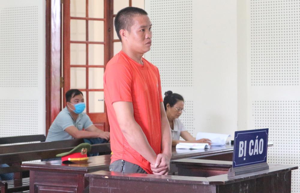 Vương thừa nhận hành vi của mình song cho hay chỉ muốn giúp B. có cuộc sống mới mà không hay biết là vi phạm pháp luật