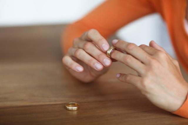 Tỷ lệ ly hôn gia tăng khiến chính phủ phải vào cuộc
