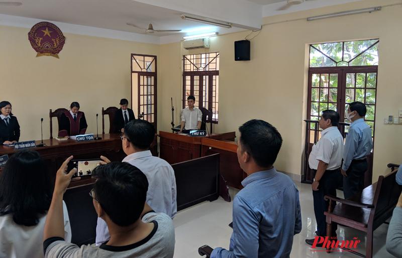 Phiên tòa xét xử vụ kiện giữa ông Đạt và trường THPt Võ Trường Toản