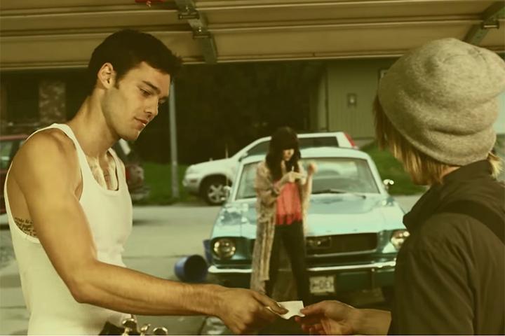 Hình ảnh nhân vật đồng tính trong MV Call me maybe vẫn khiến khán giả thích thú vởi vẻ ngoài năng động, cuốn hút và dí dỏm