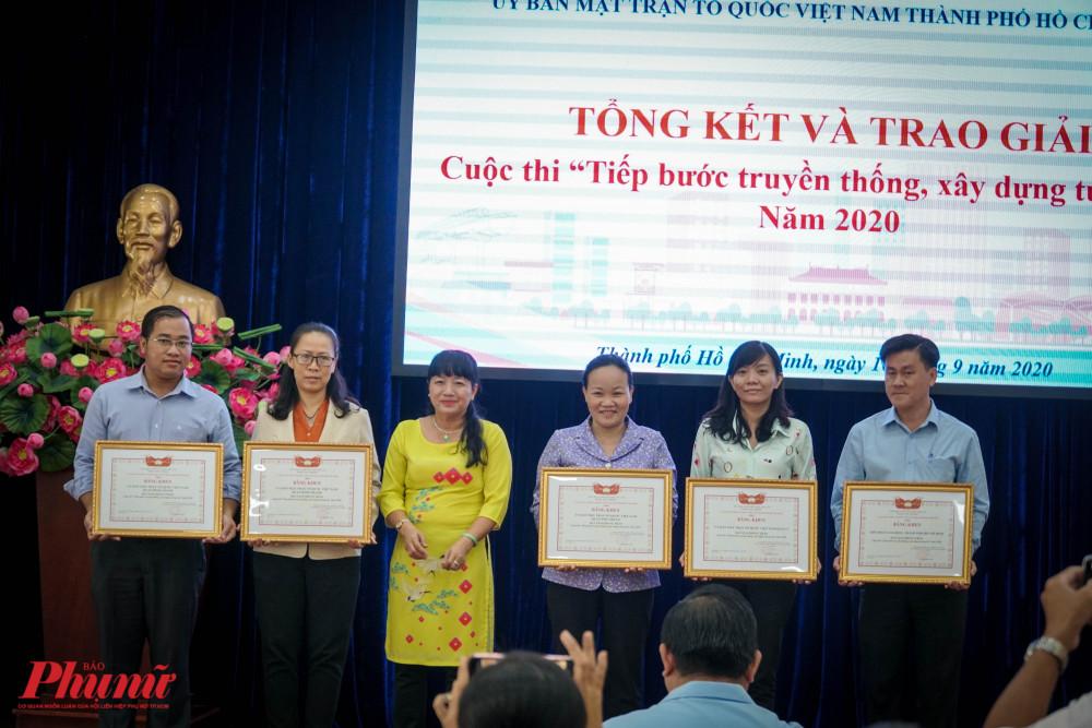 Giải phong trào dành cho các tập thể có số lượng thí sinh tham gia đông và có thí sinh đạt giải ở phần thi chính Liên đoàn Lao động Thành phố, Ủy ban MTTQ VN Quận 5, MTTQ VN quận Phú Nhuận, MTTQ VN quận Bình Thạnh, MTTQ VN huyện Bình Chánh.