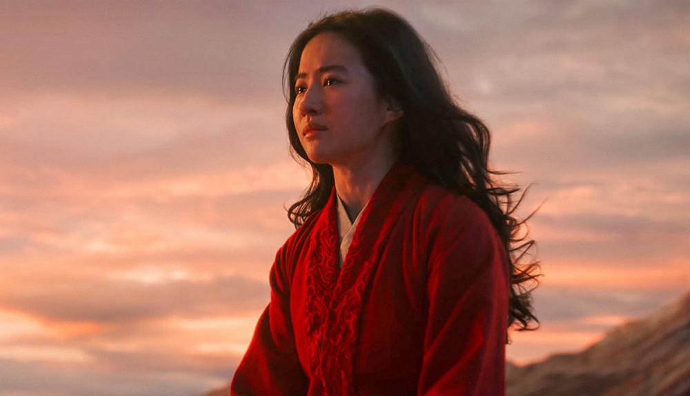 Ngoài nội dung, Hoa Mộc Lan đang bị người xem tại một số quốc gia tẩy chay vì phát ngôn của Lưu Diệc Phi và lời cảm ơn ở cuối phim dành cho chính quyền Tân Cương, Trung Quốc.