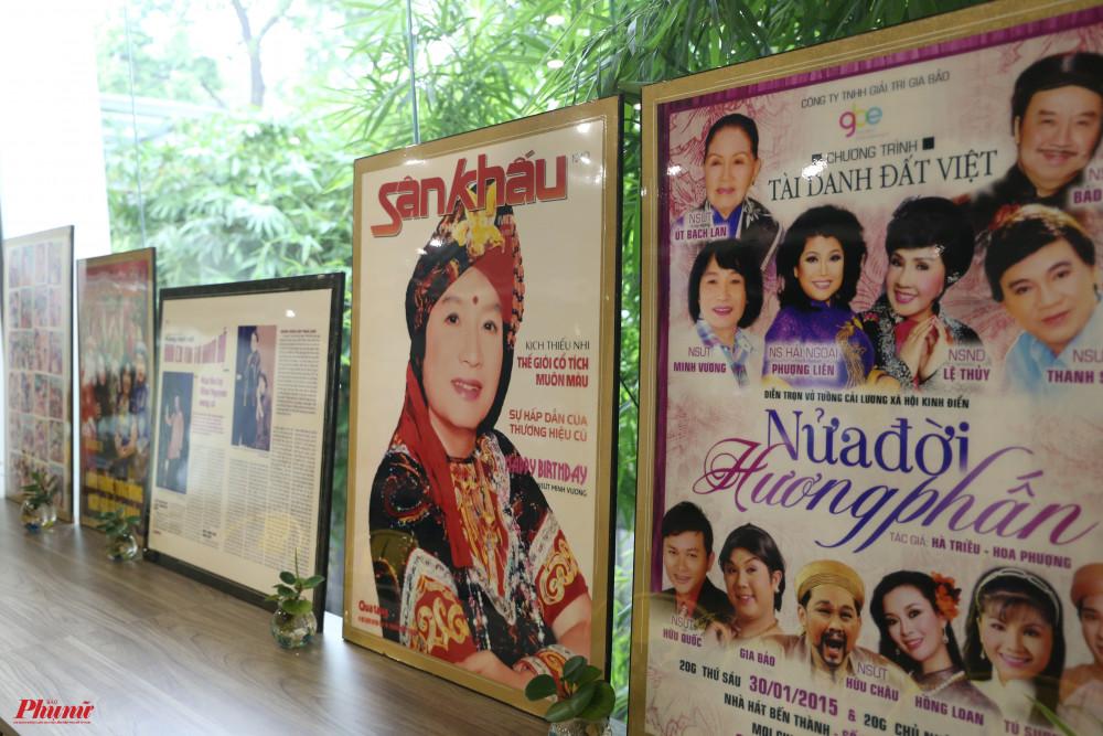 Hình ảnh về các hoạt động trong sự nghiệp của NSND Minh Vương đang được trưng bày tạm tại Nhà Văn hoá Thanh niên trước khi khai mạc triển lãm vào ngày 26/9 sắp tới.