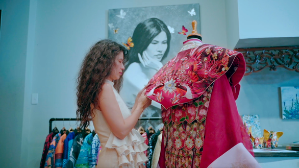 NTK Thuỷ Nguyễn thực hiện bộ phượng bào dành cho nhân vật Dương Vân Nga trong phim Quỳnh hoa nhất dạ