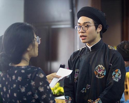 Anh Nguyễn Đức Lộc cho rằng khó thể nói đúng, sai về trang phục cổ nhưng dựa vào tài liệu có thể làm sát lịch sử nhất có thể