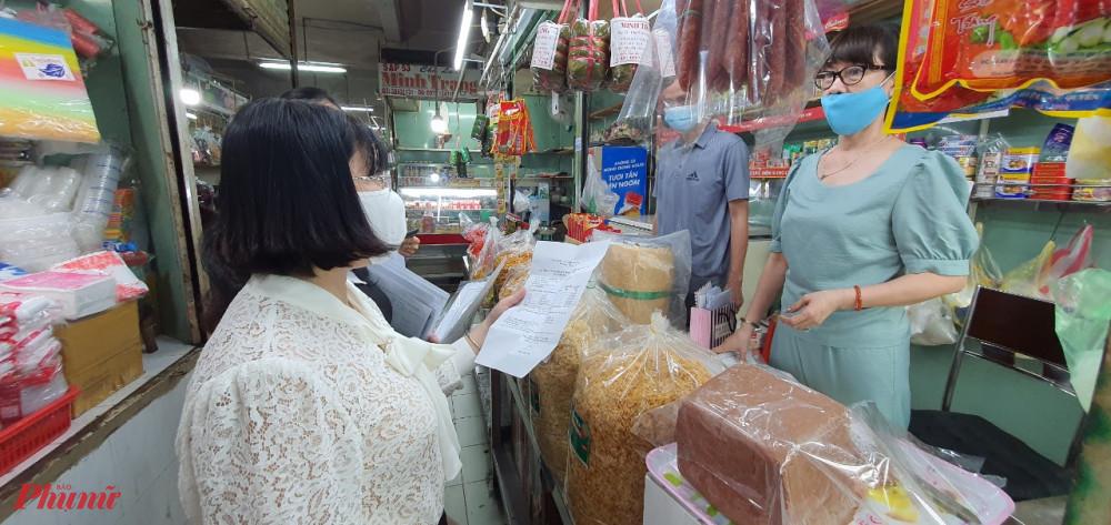 Hội LHPN TPHCM giám sát vấn đề An toàn vệ sinh thực phẩm tại chợ Xóm Chiếu