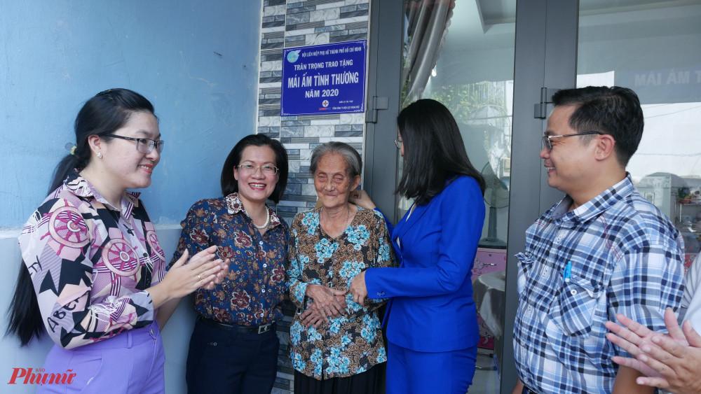Hội LHPN TPHCM bàn giao 'Mái ấm tình thương cho phụ nữ khó khăn