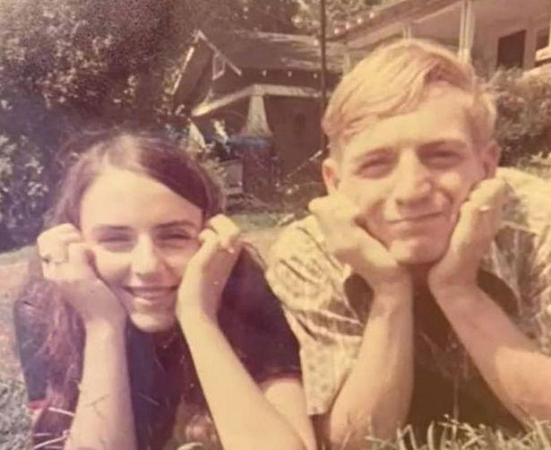 Hai vợ chồng hồi mới cưới cách đây 50 năm