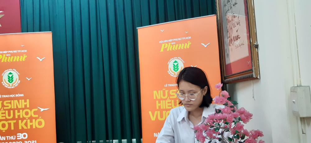 Ninh Hồng Trúc Anh không giấu nỗi nghẹn ngào khi chia sẻ về hành trình vượt khó của mình