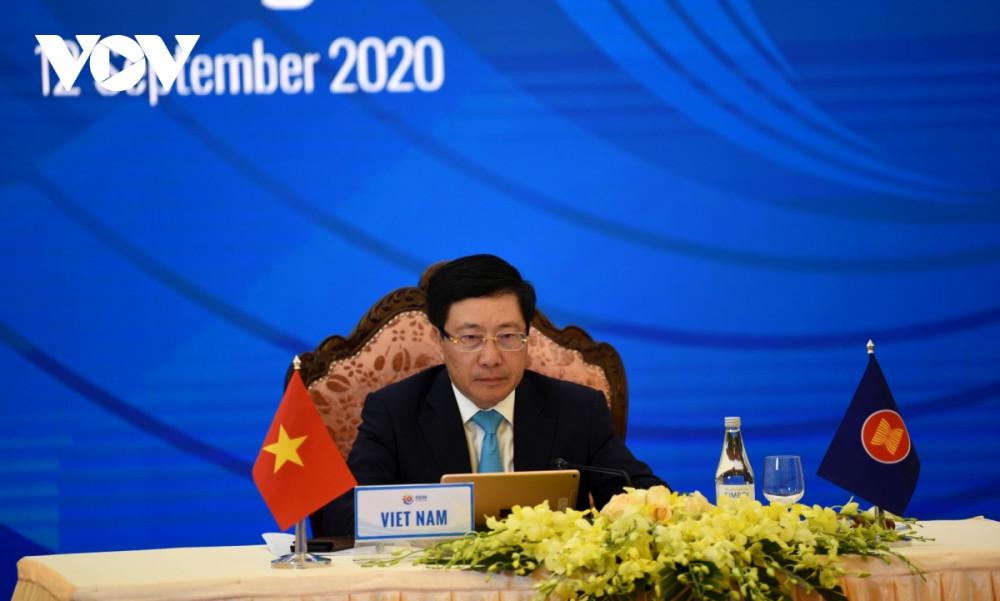 Phó  Thủ tướng, Bộ trưởng Ngoại giao Phạm Bình Minh đã chủ trì Hội nghị Diễn đàn Khu vực ASEAN (ARF) lần thứ 27