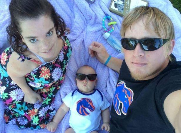 Tình yêu đã giúp mang đến cho cả hai một món quà quý giá: cậu bé Marven - Ảnh: PA REAL LIFE