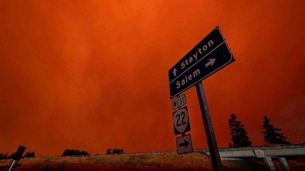 Tình hình thời tiết hiện thay đổi có lợi hơn cho lực lượng cứu hỏa trong việc kiểm soát các đám cháy.