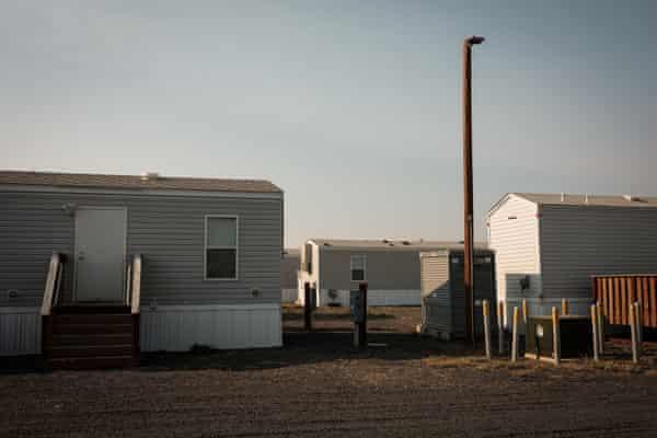 Bên ngoài Chico, vài trăm người vẫn sống trong nhà ở do Cơ quan Quản lý Khẩn cấp Liên bang cung cấp - Ảnh: The Guardian