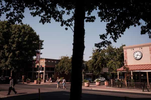 Chico, thành phố đại học 110 nghìn dân cách Paradise 15 dặm về phía tây, tiếp nhận hơn 10.000 người mới sau đám cháy Camp năm 2018 - Ảnh: The Guardian