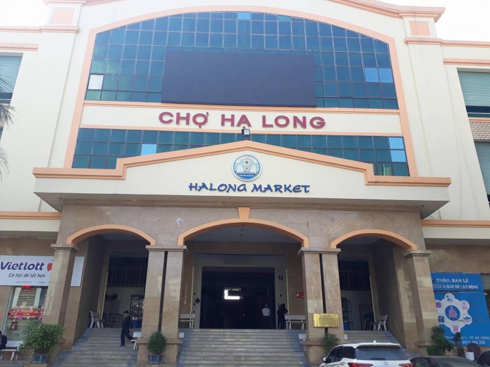 Chợ Hạ Long nơi các đối tượng bị bắt quả tang.