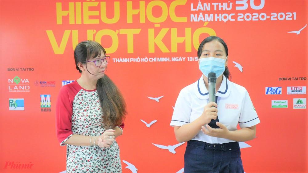 Nữ sinh Hải Yến gửi lời cảm ơn đến Báo Phụ Nữ TPHCM và các đơn vị tài trợ