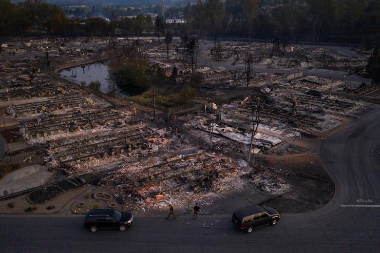Khu dân cư Bear Lakes Estates bị tàn phá bởi trận cháy rừng Almeda