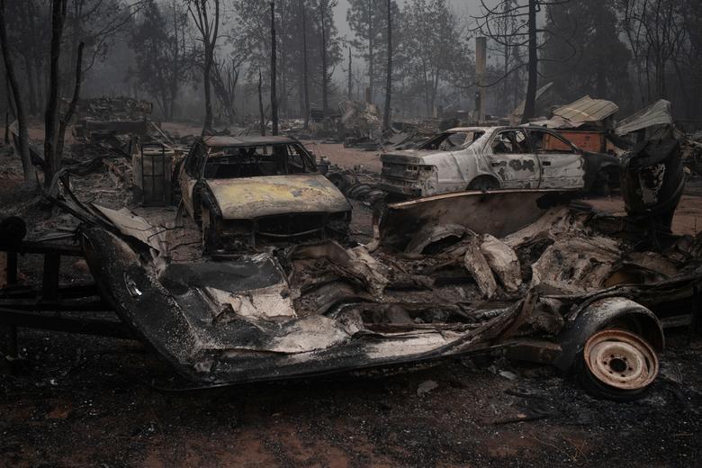 Các phương tiện bị hư hỏng sau vụ cháy ở Eagle Point, Oregon