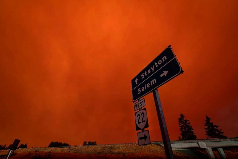 Bầu trời đỏ rực ở thành phố Salem, Oregon