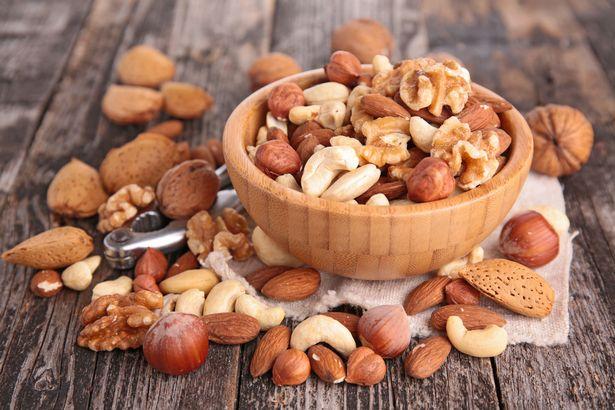 Những người có tiền sử dị ứng với các loại hạt (như đậu phụng) cần tránh ăn các loại thực phẩm làm từ chúng - Ảnh: Getty Images/iStockphoto