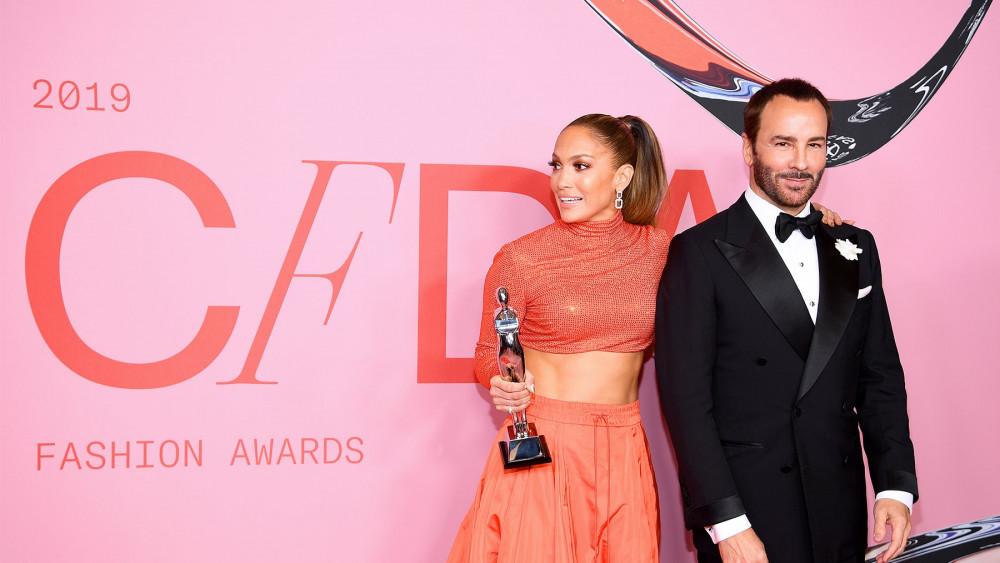 Tom Ford và Jennifer Lopez tại lễ trao giải CFDA Awards 2019