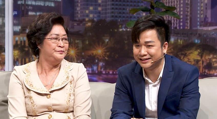 Ca sĩ Quách Tuấn Du và mẹ