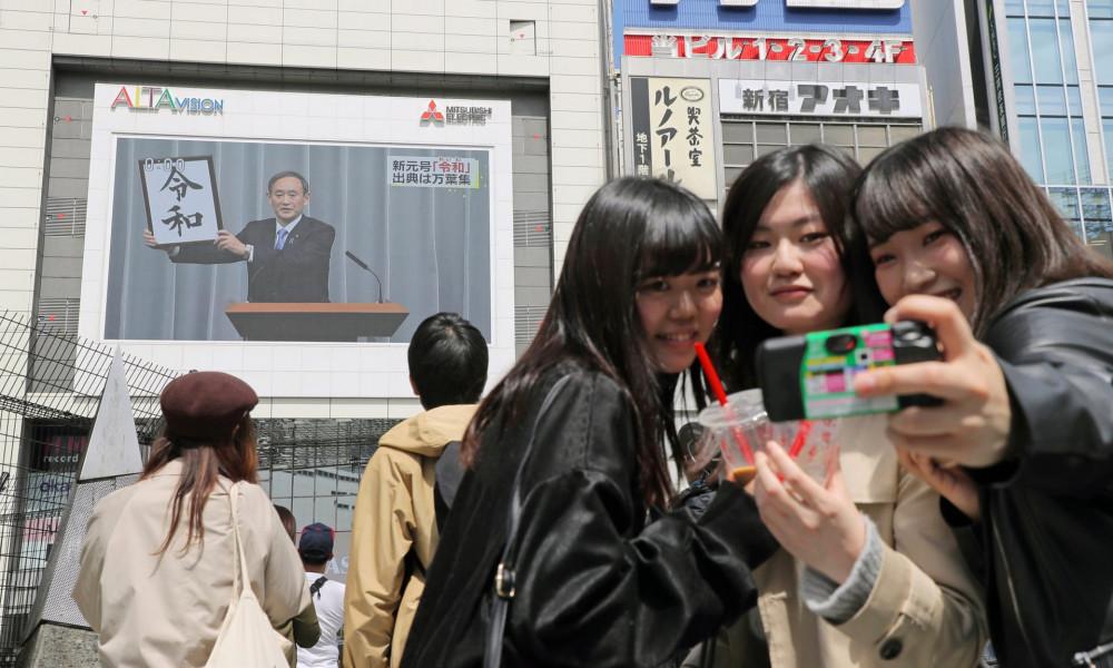 Ông Suga nhận được sự ủng hộ của số đông công chúng, kể cả giới trẻ - Ảnh: Jiji Press/EPA