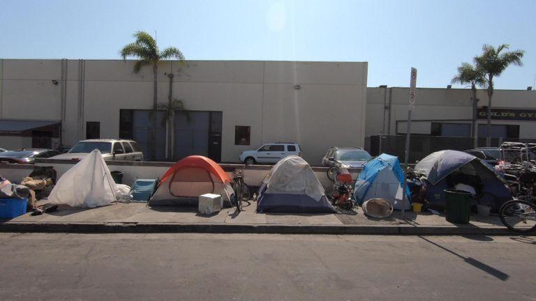 Tình trạng vô gia cư tăng mạnh ở Los Angeles trong năm qua, đặc biệt từ sau khi bùng phát đại dịch COVID-19 - Ảnh: Sky News