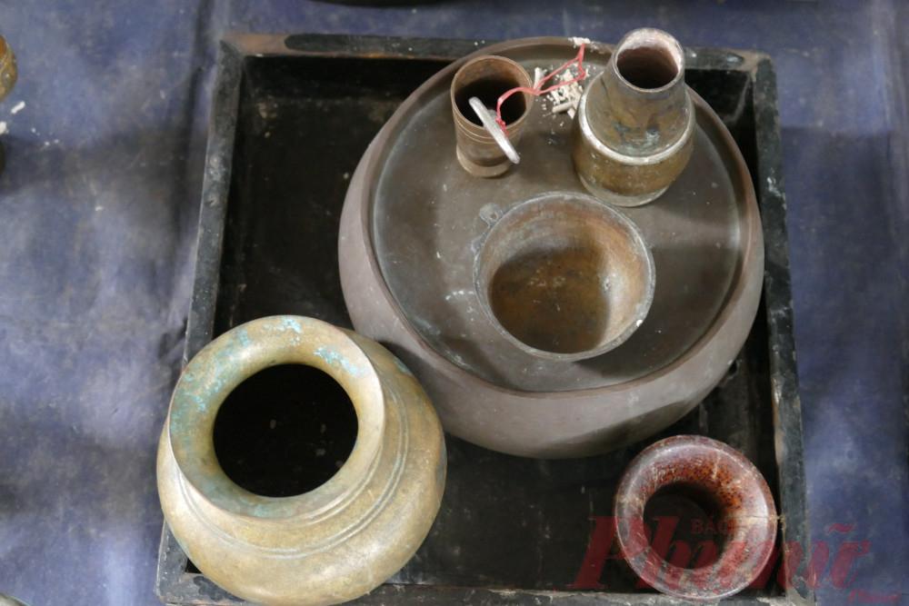 Chợ đồ cổ Cao Minh bày bán nhiều mặt hàng có giá trị, có những món đồ trước giải phóng.