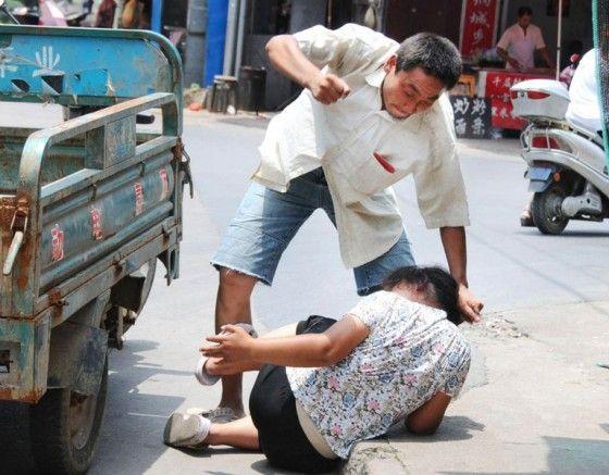 Phụ nữ là đối tượng hứng chịu nhiều ảnh hưởng từ bạo lực gia đình
