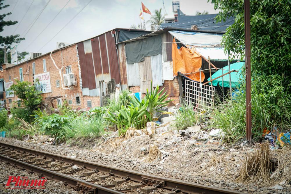 Hành lang đường sắt đang bị xâm hại nghiêm trọng