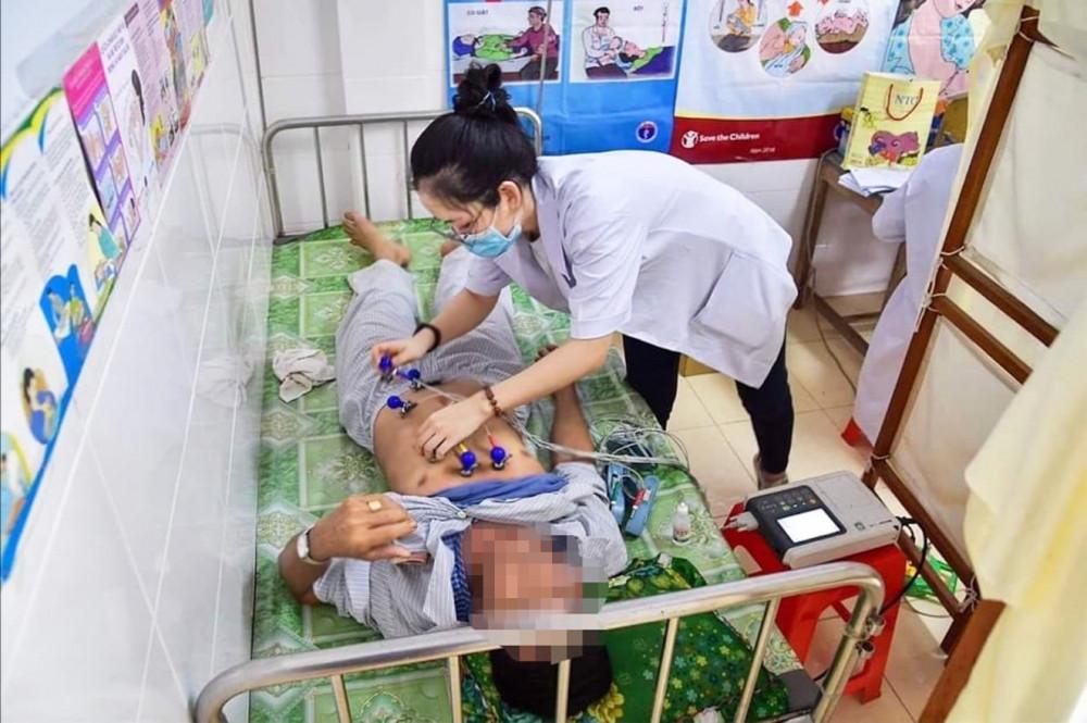 Bệnh nhân sốt xuất huyết đang được điều trị tại Bệnh viện Quận 2