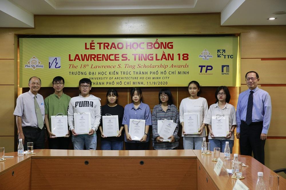 Chiều 11/9, tại Trường đại học Kiến trúc TP.HCM, Quỹ Lawrence S. Ting đã có buổi trò chuyện thân mật và trao tặng 10 suất học bổng cho sinh viên của trường. Ảnh: PMH