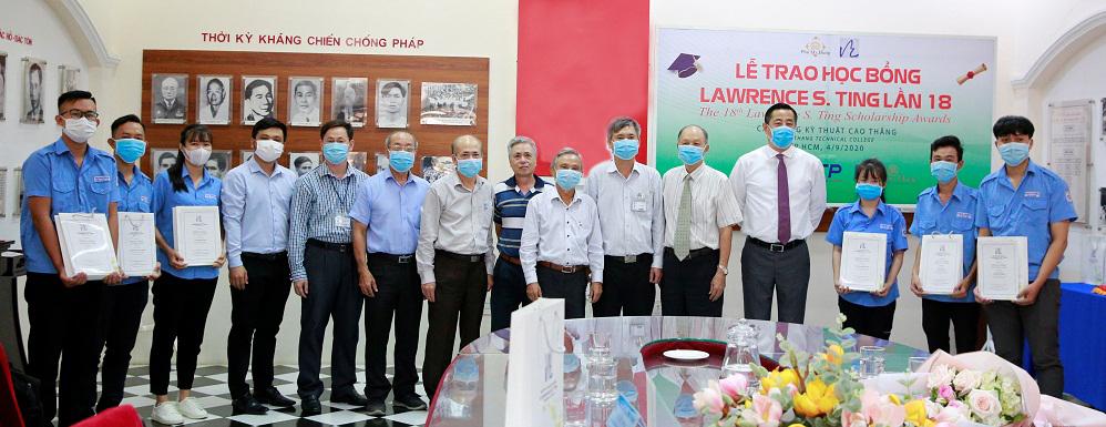 Ngày 4/9, Quỹ Lawrence S. Ting trao tặng 6 suất học bổng cho sinh viên Trường cao đẳng Kỹ thuật Cao Thắng. Ảnh: PMH