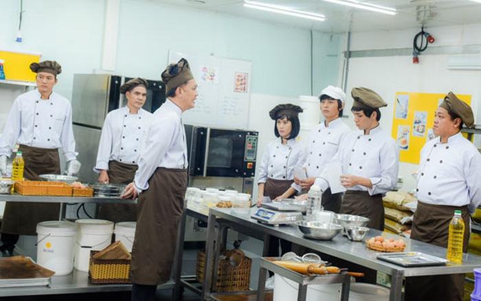 Các diễn viên đều phải qua khóa học làm bánh