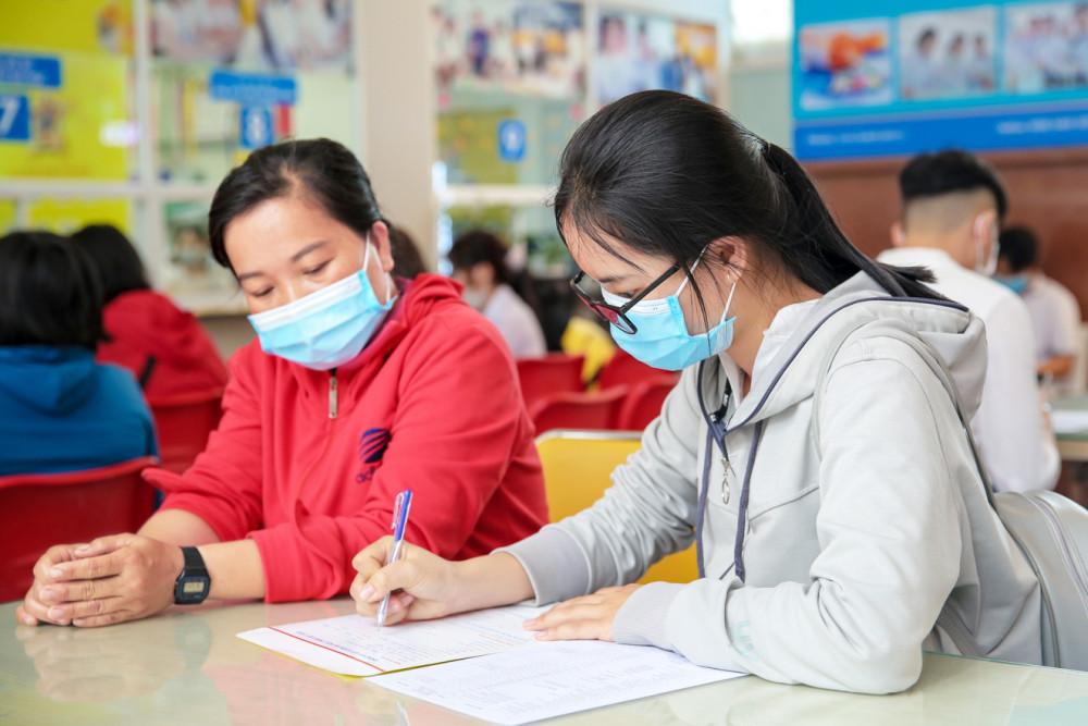 Thí sinh đăng ký xét tuyển vào đại học bằng điểm thi tốt nghiệp THPT 2020 - Ảnh: Thanh Thanh